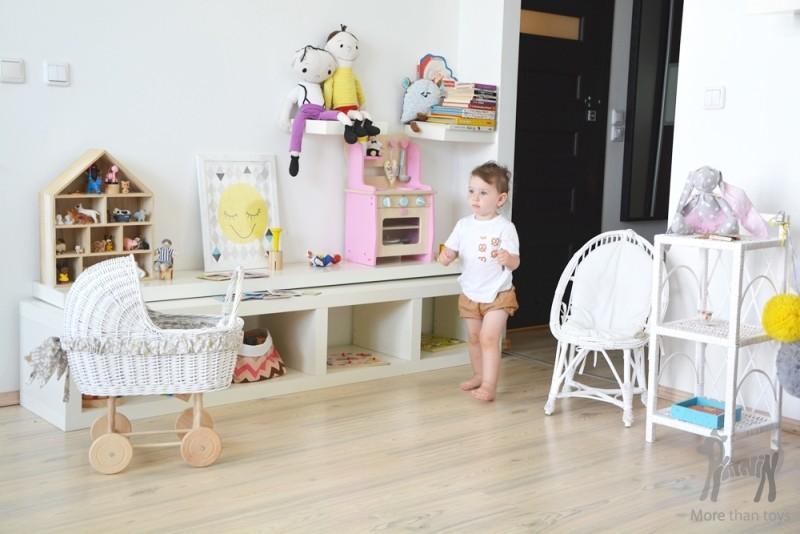 Drewniana kuchnia z naczyniami w Dziecko gotuje Zabawa w   -> Kuchnia Drewniana Dla Dziecka